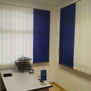 Trakaste zavjese. bijelo-plave