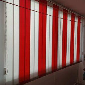 Trakaste zavjese. bijelo-crvene